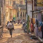 Helen Warnod - Varanasi street